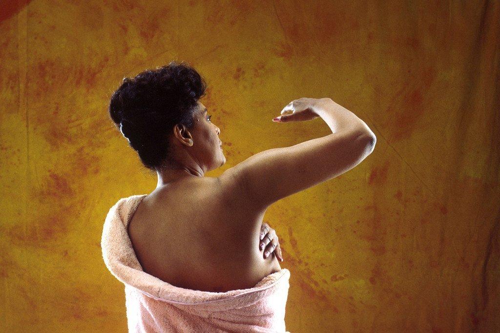 يوصى الأطباء بإجراء الفحص الذاتي للثدي كطريقة لاكتشاف السرطان.