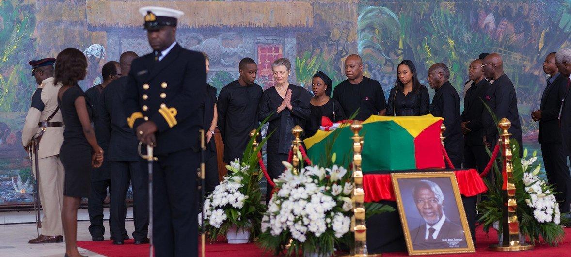 Близкие Кофи Аннана на его похоронах в Аккре. Проводить бывшего Генерального секретаря в Гану приехали политики, бывшие коллеги и простые люди со всего мира.