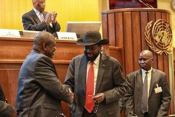 Um novo acordo foi assinado no Sudão do Sul, incluindo o presidente Salva Kiir e o líder da oposição, Riek Machar.