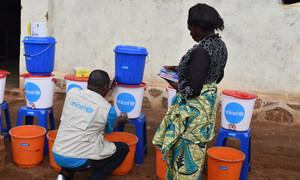 L'UNICEF fournit une assistance à des milliers de personnes pour lutter contre l'épidémie d'Ebola en RDC.
