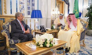The UN Secretary-General, António Guterres (l), meets Salman bin Abdulaziz Al Saud, King of Saudi Arabia on the occasion of the signing of a peace accord between Eritrea and Ethiopia in Jeddah, Saudi Arabia on 16 September 2018.