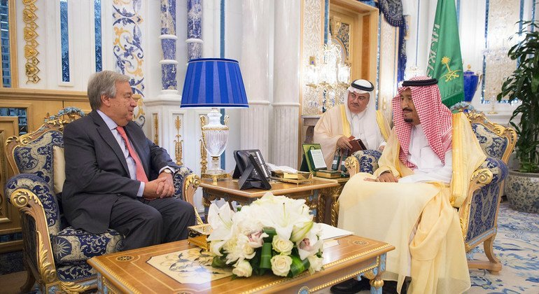 El Secretario General, António Guterres, se encuentra con el rey de Arabia Saudita, Salman bin Abdulaziz Al Saud, con ocasión de la firma del acuerdo de paz entre Etiopía y Eritrea en la ciudad saudí de Yeda.
