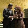 Miroslav Lajčák, presidente da 72ª Assembleia Geral entrega o martelo a Maria Fernanda Espinosa Garcés, presidente eleita da 73ª Assembleia Geral