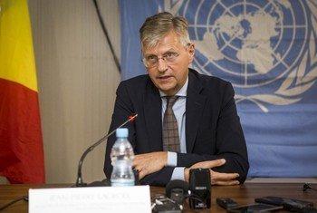 Le Secrétaire général adjoint aux opérations de maintien de la paix, Jean-Pierre Lacroix, lors d'une visite au Mali (photo d'archives)