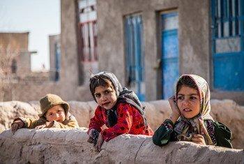 Crianças em Shade Bara, em Herat, no Afeganistão, uma das províncias mais afetadas pela seca.