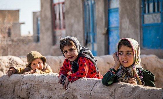 Около 600 миллионов девочек-подростков выйдут в следующем десятилетии на рынок труда.