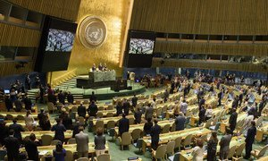 A wide view of the General Assembly Hall during a minute of silence at the closing of the seventy-second session of the General Assembly, on 17 September 2018.
