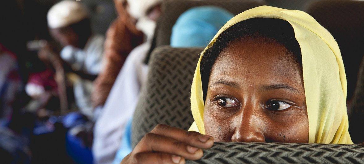 2011年7月,苏丹阿拉姆巴(Aramba),因冲突而被迫流离失所的百姓在达尔富尔北部阿拉姆巴的一处营地内生活了一年多后得以重返家园。