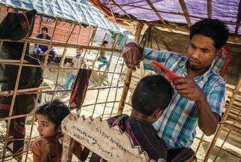 Мьянманские беженцы в Бангладеш пытаются создать подобие нормальной жизни