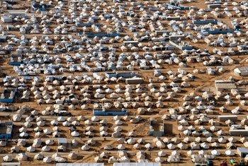 据联合国难民署统计,2017年全球共有6850万流离失所者,其中2500万是为了逃离冲突和迫害才被迫离开家园。约旦的扎阿塔里(Za'atari)难民营目前收容了8万逃离战火的叙利亚难民。