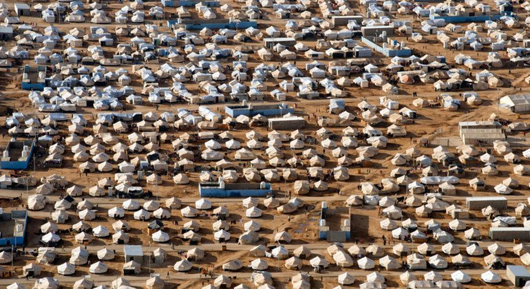 An aerial view of Zaíatri refugee camp near Mafraq, Jordan, host to tens of thousands of Syrians displaced by conflict. 7 December 2012.