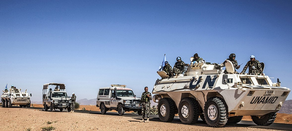 Escorted team from UNAMID's Governance and Community Stabilization Section is pictured on its way to Birka area, North Darfur, to conduct a peace conference for farmers and herders, on 2 February 2018.