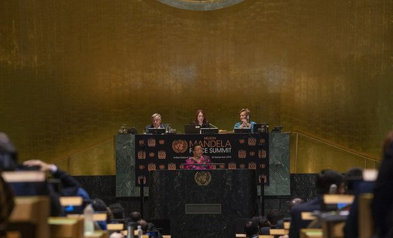 Graça Machel (center), member of The Elders and widow of Nelson Mandela, makes remarks during the Nelson Mandela Peace Summit at the General Assembly on 24 September 2018. Also pictured on the dais (left to right): Secretary-General António Guterres, General Assembly President María Fernanda Espinosa Garcés, and USG Catherine Pollard (DGACM).