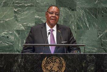 Profesa Arthur Peter Mutharika, Rais wa Malawi wakati akihutubia mjadala wa wazi wa Baraza Kuu la Umoja wa Mataifa mjini New York, Marekani
