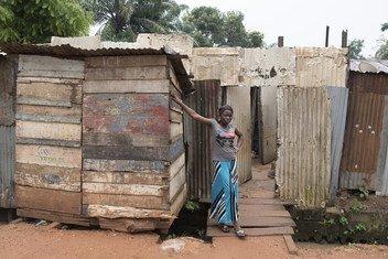 Mwanamke akiwa Bangui, Jamhuri ya Afrika ya Kati
