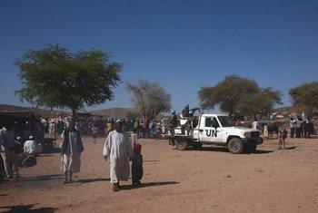 苏丹达尔富尔,约6万3千名流离失所者在达尔富尔混合行动位于索托尼营地附近的安全区内寻求庇护。(2016年4月资料图片)