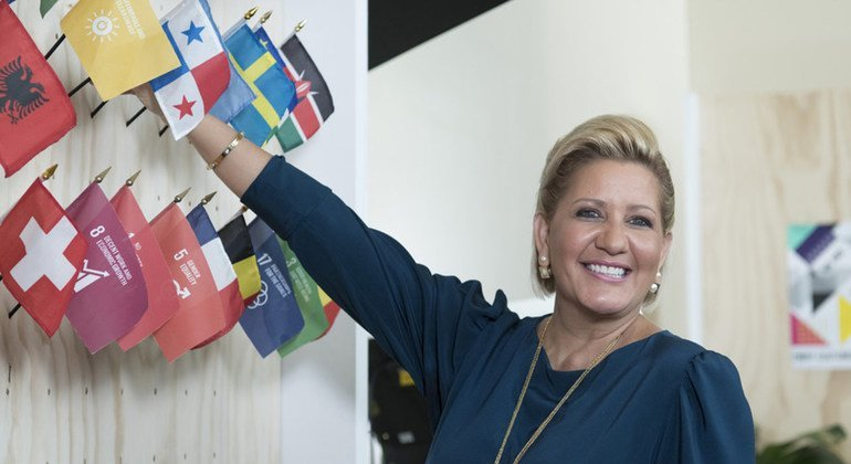 Lorena Castillo de Varela, First Lady of Panama, adds a flag to the wall at the VIP Social Media Zone after her Facebook Live interview on the second day of the General Assembly's seventy-third general debate.