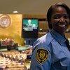 联合国总部大会堂,一名安保人员正在会场内执勤。