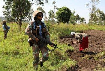 Une Casque bleue d'Afrique du Sud en patrouille dans la région de Béni, en République démocratique du Congo, en mars 2018.