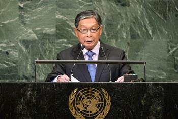Le Ministre de l'Union pour le bureau du Conseiller d'État du Myanmar, U Kyaw Tint Swe, à la tribune de l'Assemblée générale des Nations Unies