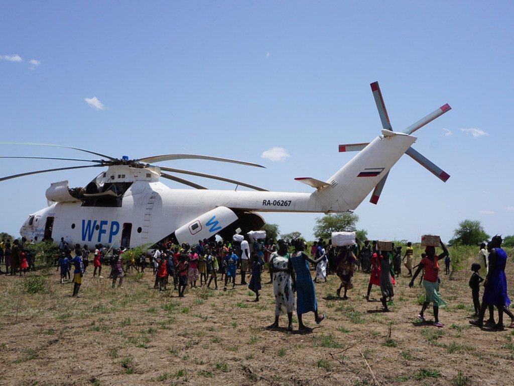Helikopta ya WFP ikisambaza chakula