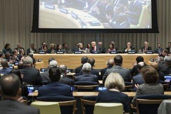 """124 دولة توقع اتفاقا مشتركا لتعزيز جهود """"العمل العالمي حول مشكلة المخدِّرات العالمية""""."""