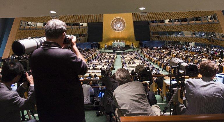 Представители СМИ пристально следят за событиями в Генеральной Ассамблее ООН