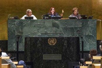 María Fernanda Espinosa Garcés, President of the seventy-third session of the General Assembly, gavels to a close the General Assembly's annual general debate.