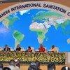 الأمين العام للأمم المتحدة أنطونيو غوتيريش (وسط) في اتفاقية المهاتما غاندي الدولية للصرف الصحي في 2 أكتوبر 2018. نيودلهي، الهند.