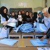 Независимая избирательная комиссия подсчитывает итоги голосования в Афганистане 18 сентября 2010 года.