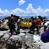 По данным УКГВ, в Индонезии повреждены 66 тыс. домов и около 62 тыс. человек остались без крыши над головой.