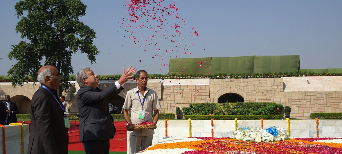 The UN Secretary-General António Guterres (c) pays tribute to Mahatma Gandhi at the Raj Ghat memorial in New Delhi on 2 October 2018 to mark the beginning of the celebrations of his 150th birthday.