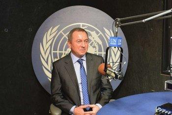 Владимир Макей в студии Службы новостей ООН