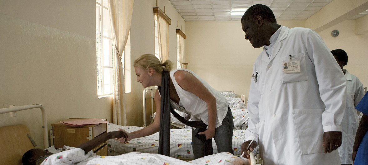 UN Messenger of Peace Charlize Theron (centre) shakes hands with one of the patients in Panzi Hospital, accompanied by Dr. Mukwege, during a visit to DRC in 2009.