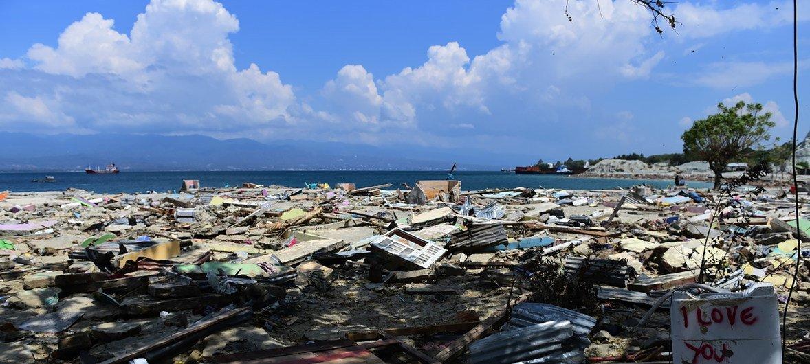 Madhara ya Tsunami na tetemeko Indonesia yaliwaacha wengi bila makazi.