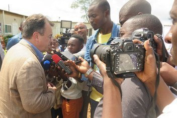 UN Deputy Special Representative David Gressly (2nd from l) responding to journalists of the local media in Beni. Mr. Gressly was in the area as part of a delegation that included Congolese Minister of Health Oly Ilunga Kalenga, North-Kivu Governor Julien Paluku, and health care workers, arranging response efforts to the Ebola virus outbreak. 2 August 2018.