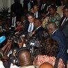 Les membres du Conseil de sécurité des Nations Unies parlent aux médias après leur arrivée en République démocratique du Congo le 5 octobre 2018.