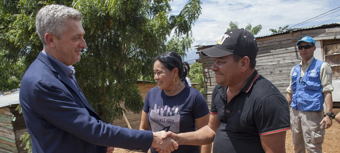 The High Commissioner Filippo Grandi visiting Venezuelan families at the Community of Manuel Beltran, Las Delicias, Cúcuta who have been received and hosted by Colombian IDP families.