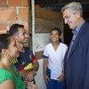 El Alto Comisionado para los Refugiados, Filippo Grandi, visita una familia de venezolanos en la comunidad Manuel Beltrán Las Delicias, en Cúcuta, que han sido acogidos por familias colombianas desplazadas.