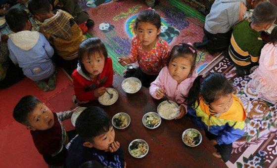 Воспитанники детского сада в КНДР, получающие гуманитарную помощь ВПП. Май, 2018 г.