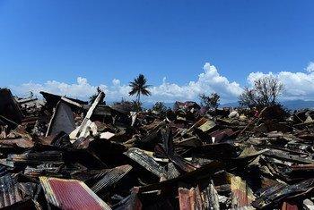 Casas y carros dañados en el Parque Nacional Balaroa, en Palu, Indonesia, tras el terremoto y el tsunami del 28 de septiembre.