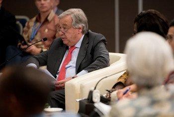 联合国秘书长古特雷斯在基金组织发展委员会会议上发表讲话。