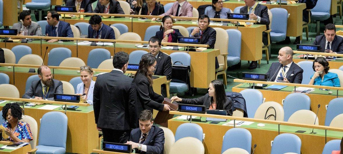 2018年10月12日,苏里南代表在选举人权理事会18名新成员的投票中投下庄严一票。新成员任期三年,从2019年1月1日开始。
