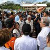 古特雷斯秘书长访问印度尼西亚苏拉威西岛帕卢市的一处国内流离失所者营地。国家非政府组织和人口基金正在营地提供服务。