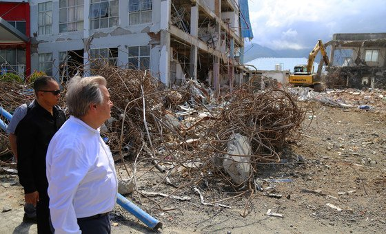 The UN Secretary-General António Guterres inspects damage to Anutapura public hospital, in Palu on the Indonesian island of Sulawesi, following an earthquake and tsunami in September. (12 October 2018)