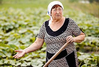 Несмотря на все трудности, селяне не бросают свою землю, потому что огород для них - важный источник дохода