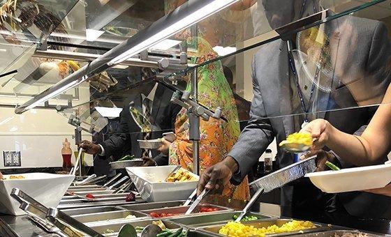 Em todo o mundo, cerca 1,3 bilhão de toneladas de comida é desperdiçada todos os anos.