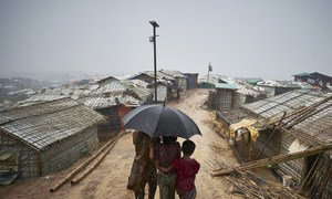 Беженцы-рохинджа в лагере в районе Кокс-Базар в Бангладеш