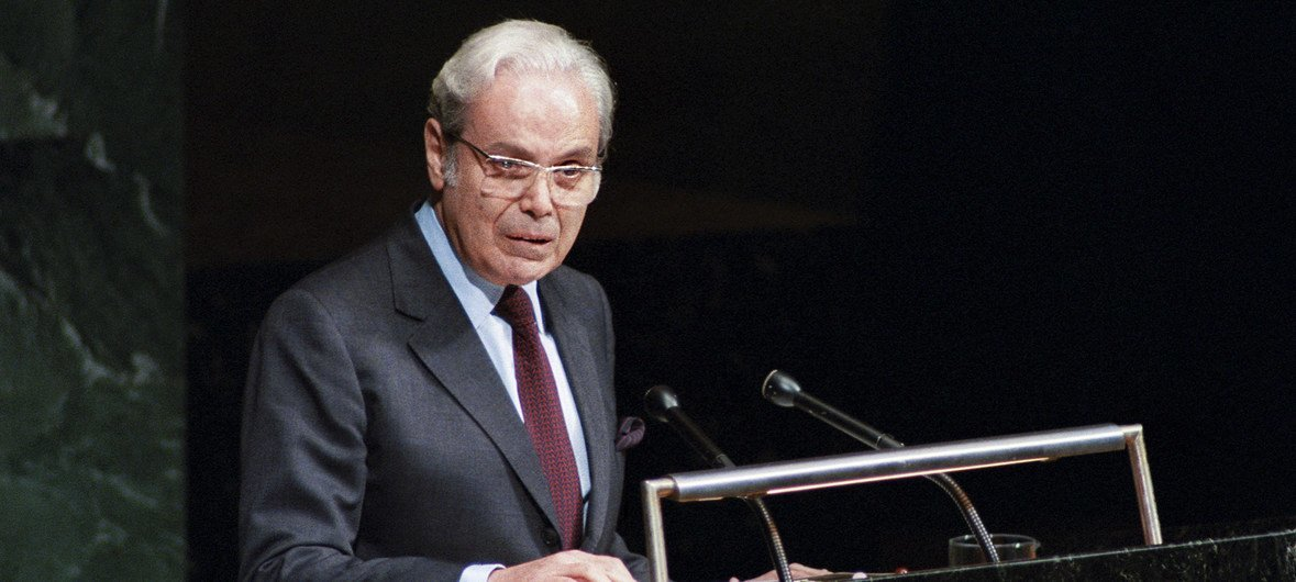 Javier Perez de Cuellar addresses the UN General Assembly in New York after being appointed to a second five-year term, beginning on 1 January 1987.