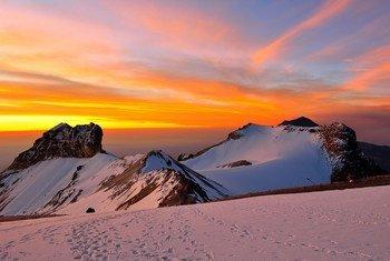 El amanecer visto a 5000 metros de altura en la montaña Iztaccihualt  en México.